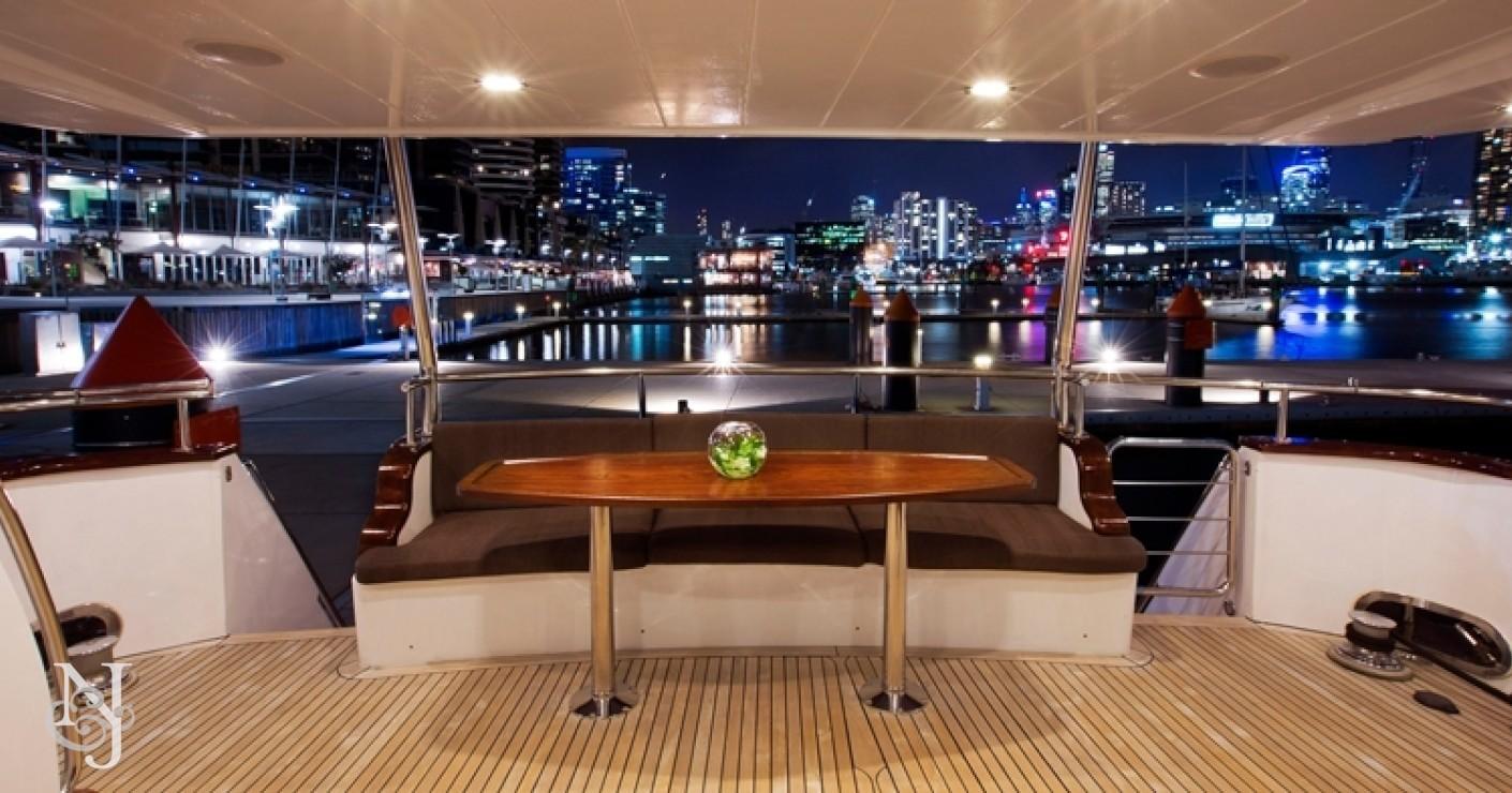 Yachts di lusso quest 39 estate a bordo del 24 mt pearl foto for Il canotto a bordo degli yacht