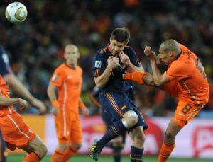 Nigel de Jong colpisce Xabi Alonso - Finale Coppa del Mondo 2010 Olanda v Spagna