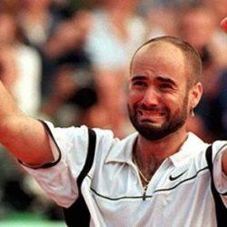 2002 -  Agassi è stato tra le icone più forti degli Anni 90, è uno dei 7 giocatori che nella loro carriera sono riusciti a vincere tutti e 4 i titoli dello Slam Andre Agassi ha conquistato in tutto 60 titoli Atp e 8 Slam, per premi complessivi di trentuno milioni di dollari .E' una storia di salite e rovinose discese ma anche di grandi successi. Piantato sulla riga di fondo nessuno aveva il senso dell'anticipo come lo aveva Andre Agassi. Dotato di coordinazione e velocità, quando Agassi imprime i suoi ritmi di gioco e mette i piedi dentro al campo crea le condizioni ideali per esprimere il suo tennis.  VIncitore al Foro Italico nel 2002 contro Tommy Haas (GER)