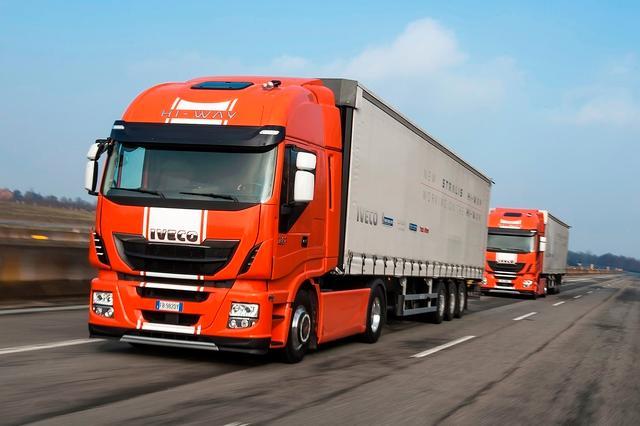 Iveco e i camion intelligenti del futuro partita la - Foto di grandi camion ...
