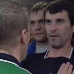 """8. Roy Maurice Keane (Cork, 10 agosto 1971) - """"Hooligan"""" in campo  e idolodei tifosi con le sue entrate è stato amato capitano del Manchester Utd « Keane è un giocatore di qualità, è il miglior capitano che abbia mai avuto. » (Rio Ferdinand)La palla è nella trequarti campo del City e Haaland è in vantaggio sul pallone, quando arriva la gamba tesa e il piede a martello del capitano del Man Utd, che spezza la gamba del norvegese, tranciando legamenti e tendini.La carriera di Haaland finisce qui.Roy Keane dopo aver ricevuto il rosso diretto dell'arbitro, si avvicina al norvegese, si abbassa e gli urla:""""Beccati questo stronzo. E non provare mai più a ghignarmi in faccia che sto simulando un infortunio""""."""