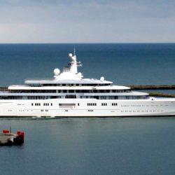 Eclipse - 1,2 miliardi di dollari. Deteneva il primato di yacht più grande mai costruito prima finchè l'Azzam, con i suoi 180 metri, non glil'ha strappato. Nonostante ciò, l'Eclipse resta uno dei panfili dal fascino unico