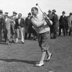 4. Walter Charles Hagen (Rochester, 21 dicembre 1892 – Traverse City, 6 ottobre 1969) è stato un golfista statunitense. È stato uno dei migliori giocatori della prima metà del XX secolo. Con le sue 11 vittorie conquistate nei 4 tornei Major è il quarto giocatore, dopo Jack Nicklaus, Bobby Jones e Tiger Woods, nella speciale classifica dei plurivittoriosi in quelle competizioni. Nel 1922 è stato il primo statunitense a vincere il British Open, torneo che ha vinto complessivamente 4 volte. In quell'anno, appare, insieme ad alcuni altri campioni e a personaggi dello spettacolo, in Fore!, un documentario dedicato al gioco del golf. Nella sua carriera ha vinto 45 tornei del circuito PGA, e per sei volte è stato capitano della squadra statunitense di Ryder Cup.