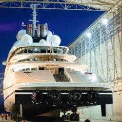 azzam yacht lusso 4