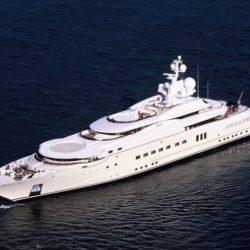 Dubai Platinum 525 - 350 milioni di dollari. E' il terzo yacht più lungo del mondo con i suoi 524 piedi. E' stato definito la città galleggiante proprio perché a bordo offre innumerevoli comfort ed una miriade di intrattenimenti e giochi acquatici