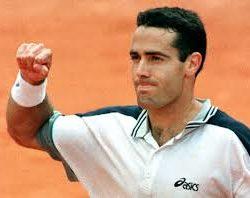 1997- Alex Corretja (Barcellona, 11 aprile 1974) è un ex tennista spagnolo.La sua scalata alle posizioni di vertice è stata lunga ma costante: grazie ad un solido gioco da fondo campo (che si esaltava sulla terra rossa) Corretja ha raccolto ottimi risultati, che lo hanno portato ad essere numero 2 al mondo nel 1999. Vincitore al Foro Italico nell'anno 1997 in finale vs  Marcelo Rios (CHI)