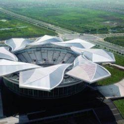 9. La Qizhong Forest Sports City Arena è un'arena di Shanghai, in Cina, creata appositamente per ospitare la Tennis Masters Cup. Con i suoi 15.000 posti è stato fino alla costruzione dell'Olympic Green Tennis Centre di Pechino, l'impianto tennistico più grande di tutta l'Asia. Dal 2009 ospita uno dei nuovi ATP Masters 1000, lo Shanghai Masters. In precedenza ha ospitato anche le partite della tournée cinese delle squadre NBA Cleveland Cavaliers e Orlando Magic.L'impianto è dotato di un tetto rimovibile costituito da otto parti a forma di petalo con l'intento di ricreare una magnolia, il fiore di Shanghai.