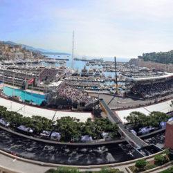Terrazza dello Shangri-Là al 9° piano  offre una sorprendente vista panoramica ed è il posto ideale dal quale godersi la vista della S della piscina e la Rascasse.
