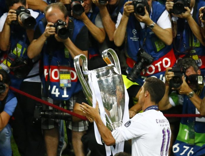 Football Soccer - Real Madrid v Atletico Madrid - UEFA Champions League Final - San Siro Stadium, Milan, Italy - 28/5/16 Real Madrid's Cristiano Ronaldo celebrates with the trophy after winning the UEFA Champions League. REUTERS/Tony Gentile