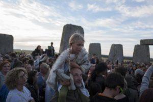 Regno Unito, a Stonehenge le celebrazioni per il solstizio d'estate