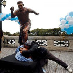 Buenos Aires, svelata statua di Lionel Messi