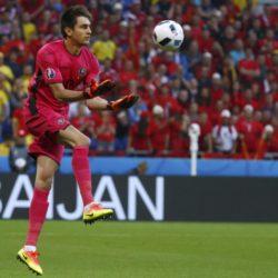 Football Soccer - Romania v Albania - EURO 2016 - Group A - Stade de Lyon  - Lyon, France - 19/6/16 Romania's goalkeeper Ciprian Tatarusanu in action   REUTERS/Kai Pfaffenbach