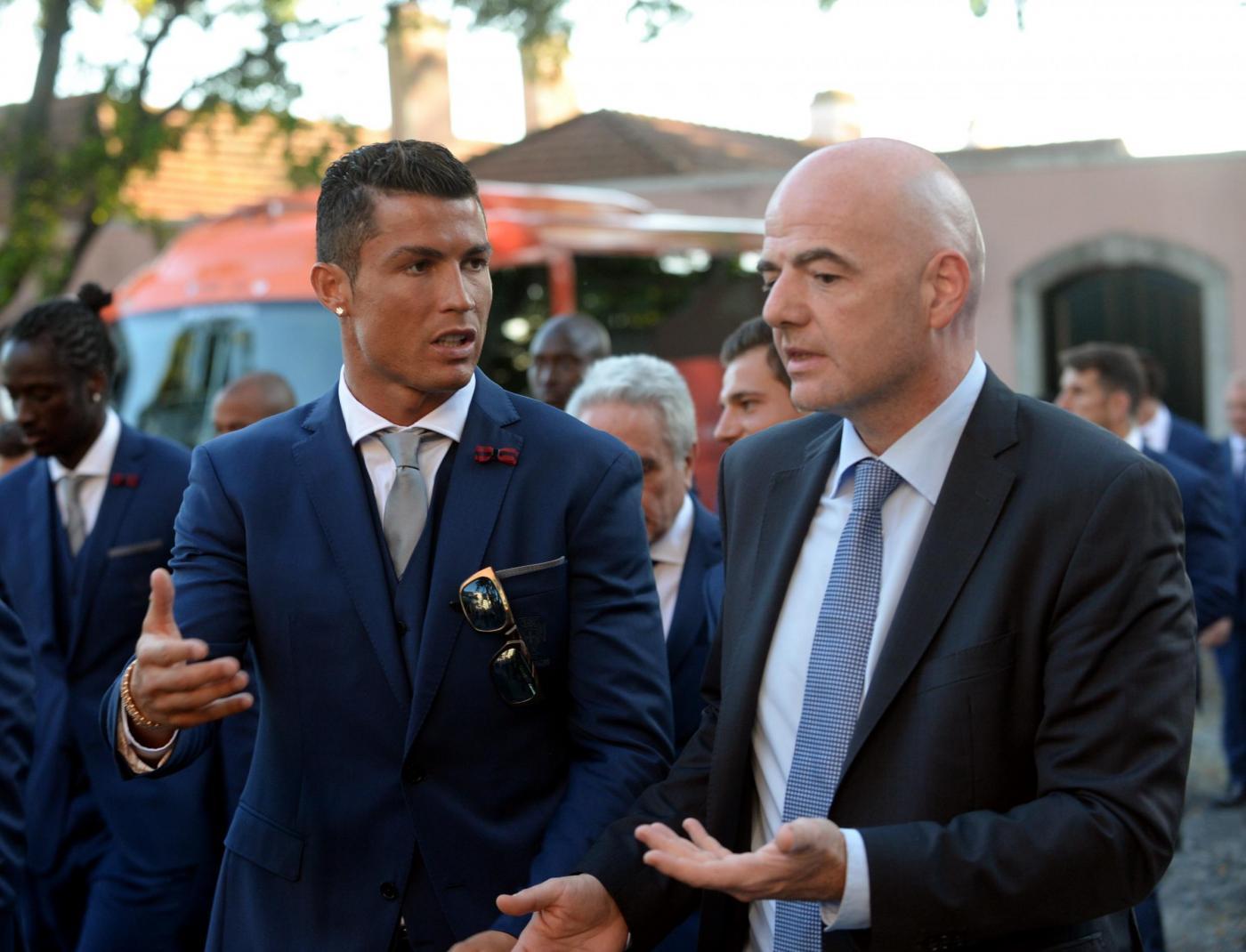 Gianni-Infantino-e-Cristiano-Ronaldo