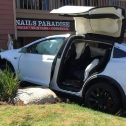 tesla model x incidente autopilot