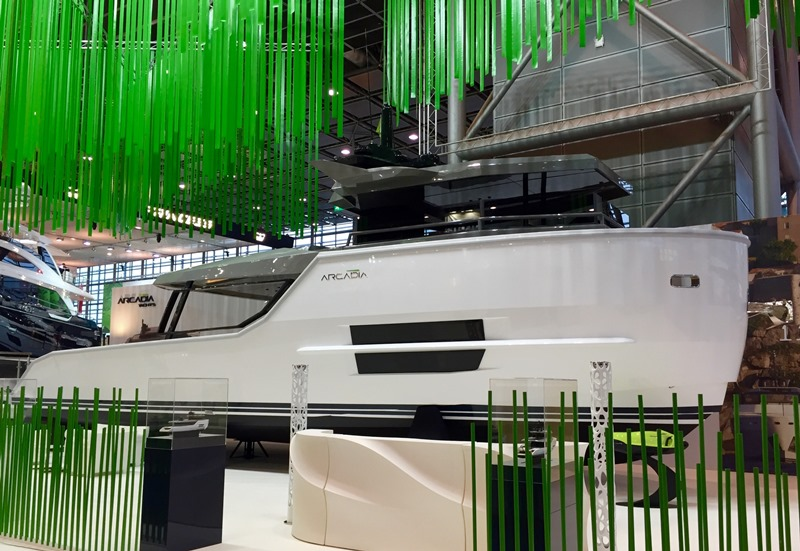 Arcadia yachts schiera lo stupendo sherpa al cannes yachting festival 2016 foto - Stampi piscine vetroresina ...