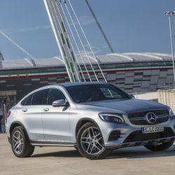 Mercedes-Benz GLC 300 Coupé;  Exterieur: diamantsilber; Interieur: Leder cranberryrot/schwarz;  Kraftstoffverbrauch kombiniert: ab 7,3 l/100 km*; CO2-Emissionen kombiniert: ab 165 g/km*; exterior: diamond silver; interior: leather cranberry/black; fuel consumption combined: from 7.3 l/100 km*; CO2 emissions combined: from 165 g/km* *vorläufige Werte/provisional values