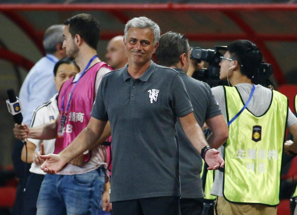 United, Mourinho litiga con i giornalisti: conferenza ...