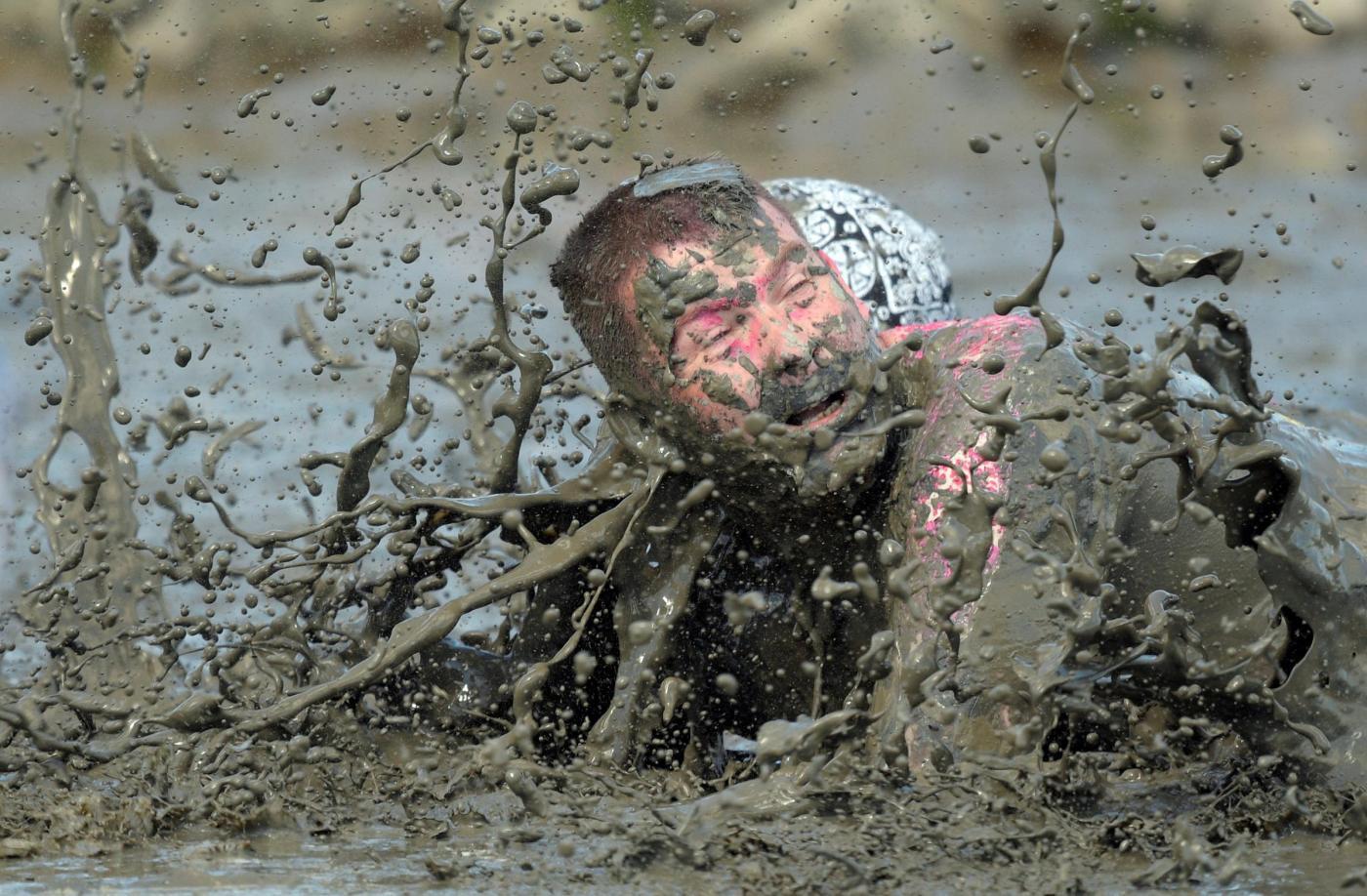 человек упал в грязь картинки грозные