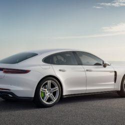 Porsche-Panamera_4_E-Hybrid-2017-1280-03