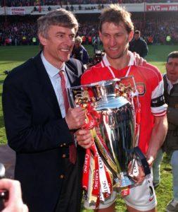 Wenger festeggia i vent'anni all'Arsenal
