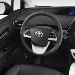 Toyota Prius Plug-in (13)