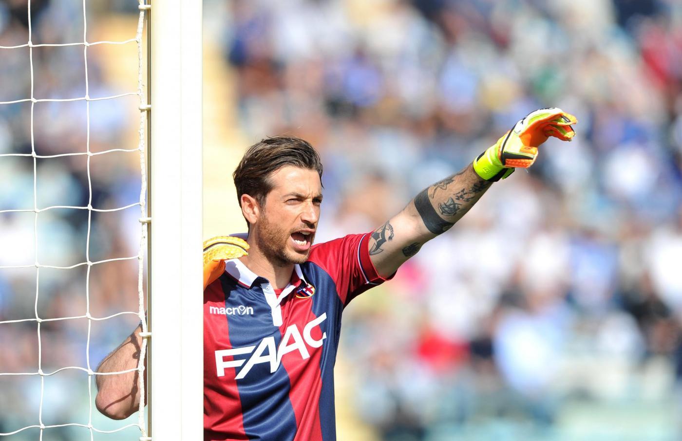 Bologna, Mirante torna e lo accoglie una sorpresa. Il video
