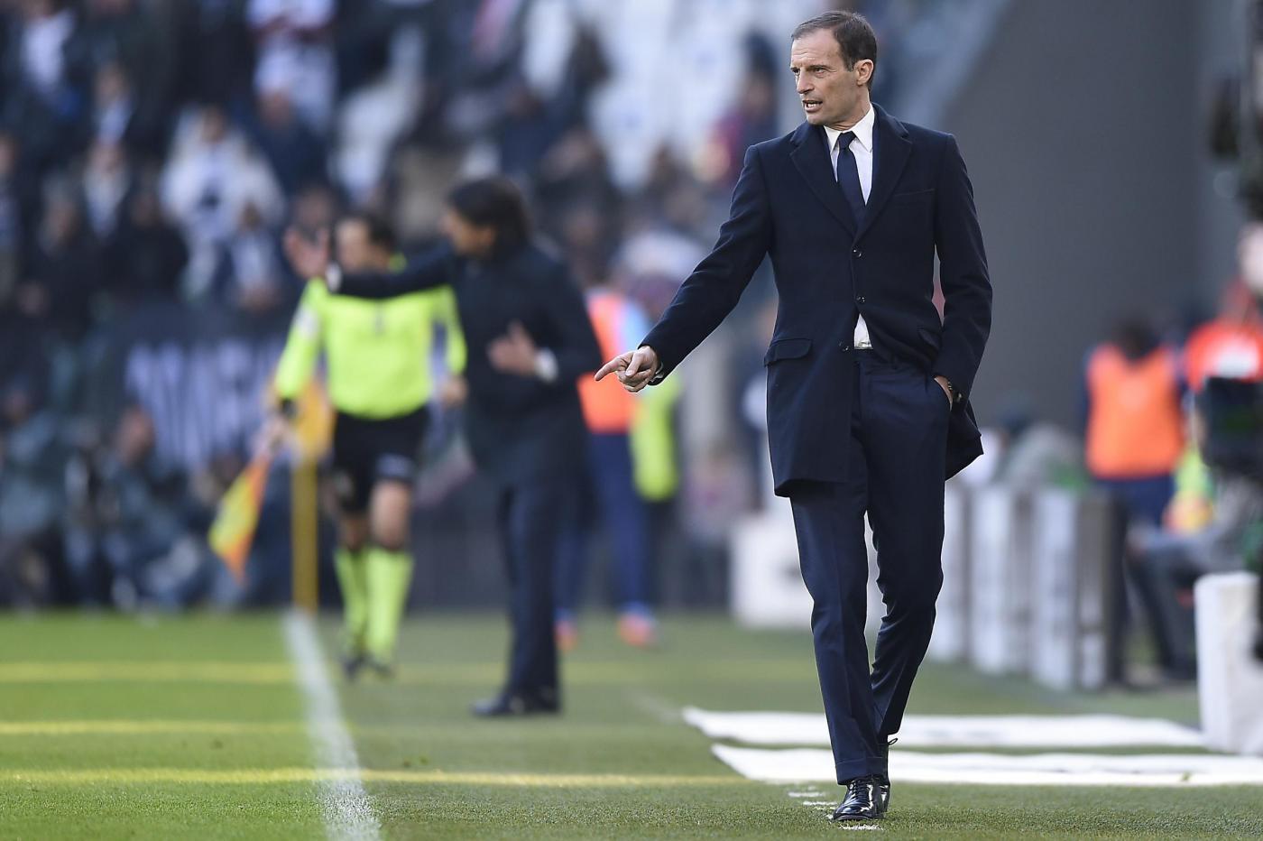L'abbraccio tra Buffon e l'arbitro Tagliavento fa infuriare i tifosi anti-Juve