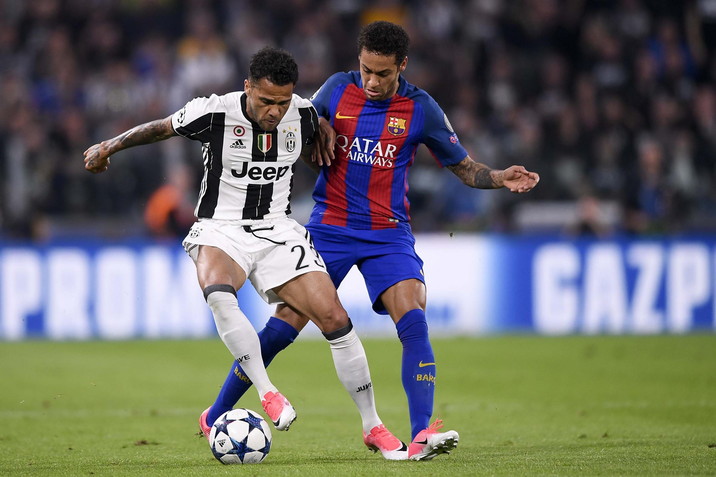 Juventus, Dani Alves frena gli entusiasmi: