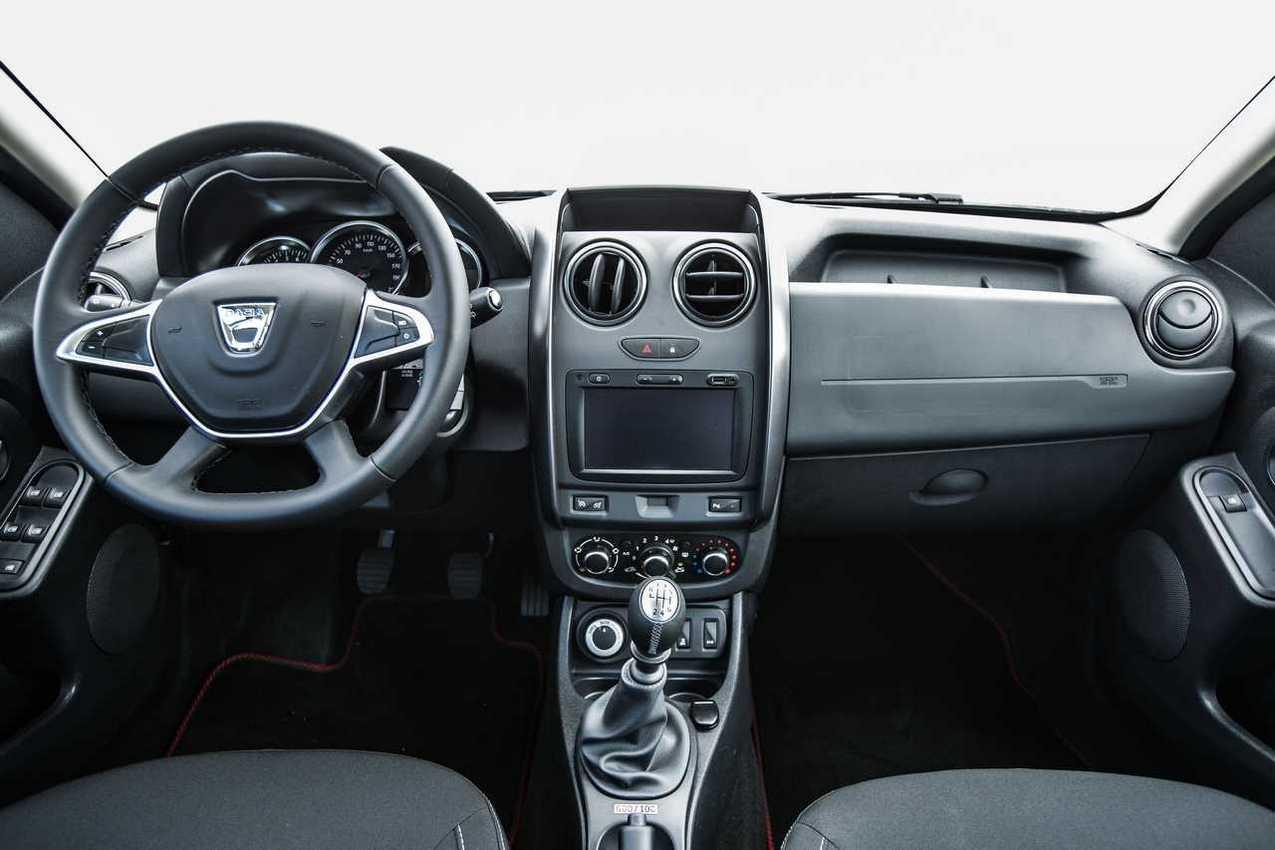 Dacia duster strongman 38 for Dacia duster 2017 interni
