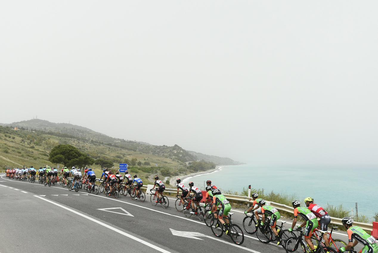 Giro d 39 italia che botta per la trek segafredo si ritira giacomo nizzolo - Tappa firenze bagno di romagna ...