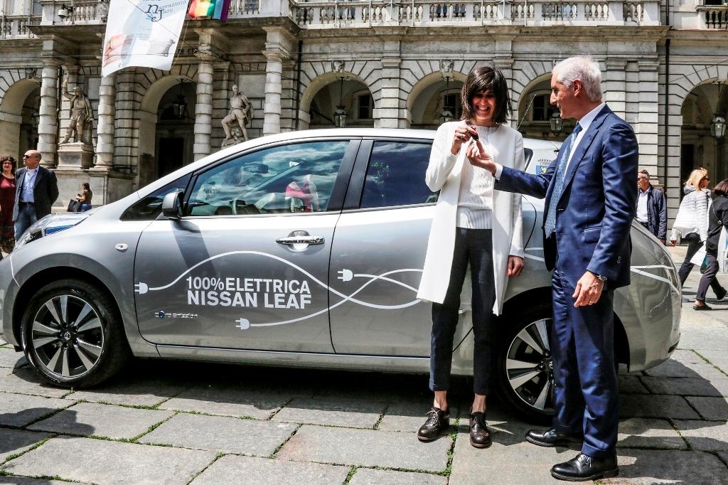 [TORINO] Una Nissan Leaf in dono alla Città di Torino