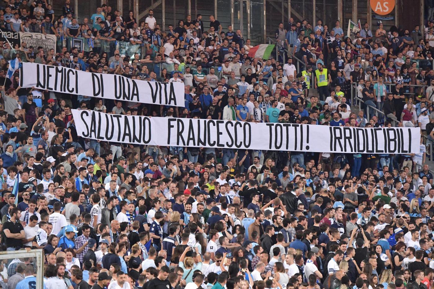 Tifosi Lazio, striscione per Totti