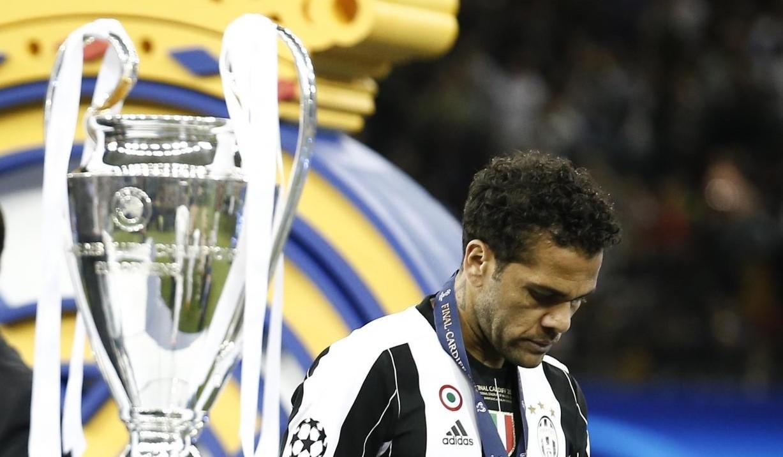 Dani Alves-Psg ufficiale: il brasiliano firma e attacca la Juve
