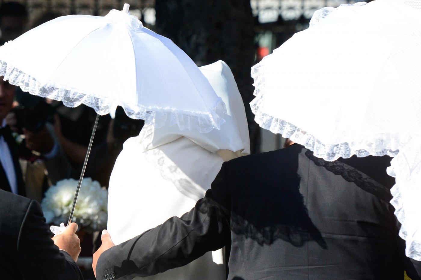 Matrimonio Belotti : Matrimonio belotti emozionata davanti all altare prima