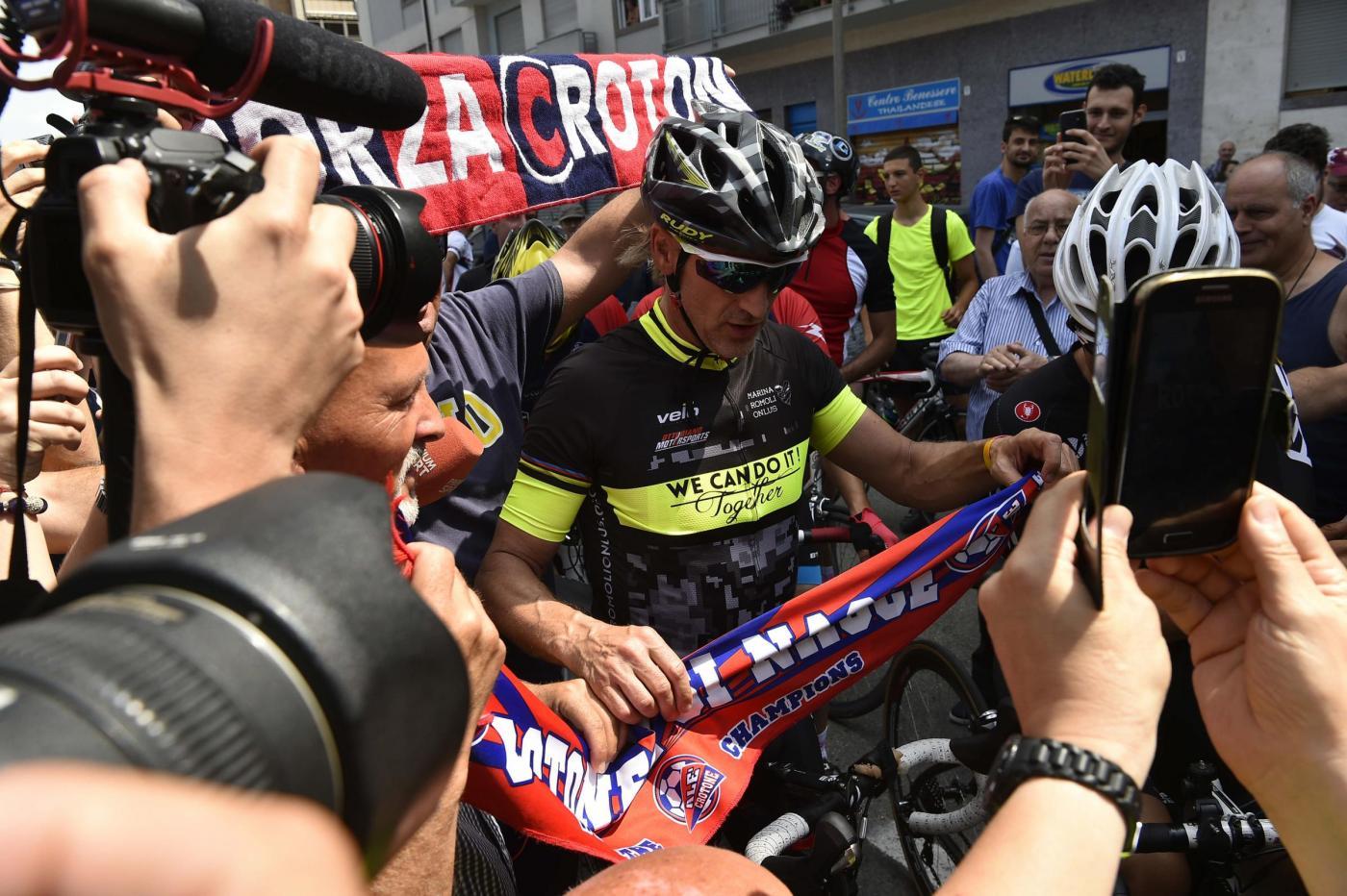 Davide Nicola mantiene la promessa: in bici da Crotone a Torino