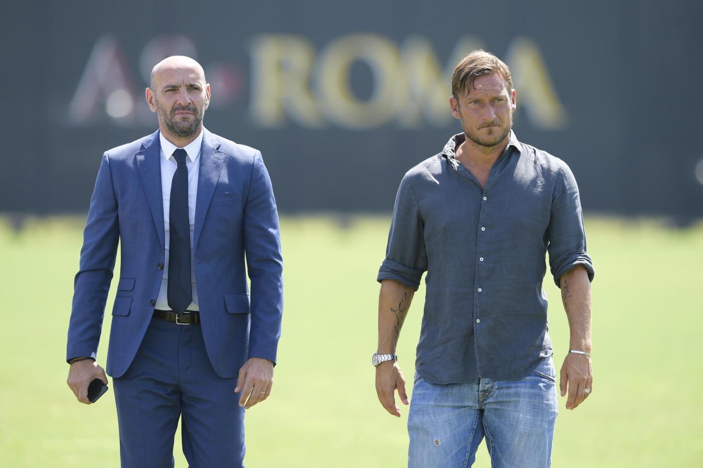Totti torna in campo, primo giorno da dirigente alla Roma