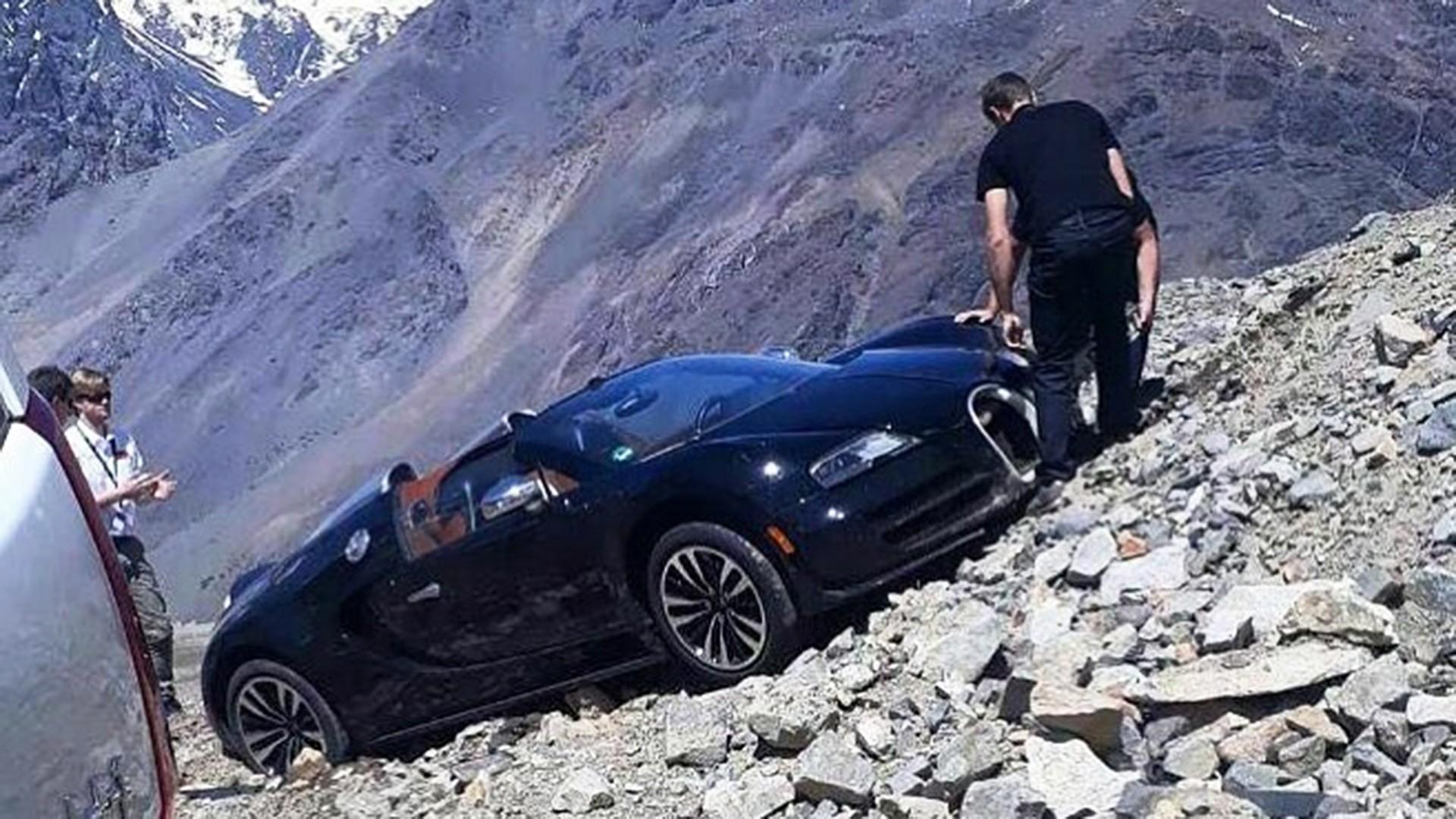 Bugatti Veyron Super Sport >> Bugatti: incredibile incidente di una Veyron bloccata tra ...