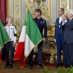 Il Presidente Mattarella consegna la Bandiera agli atleti in partenza per i Giochi Olimpici