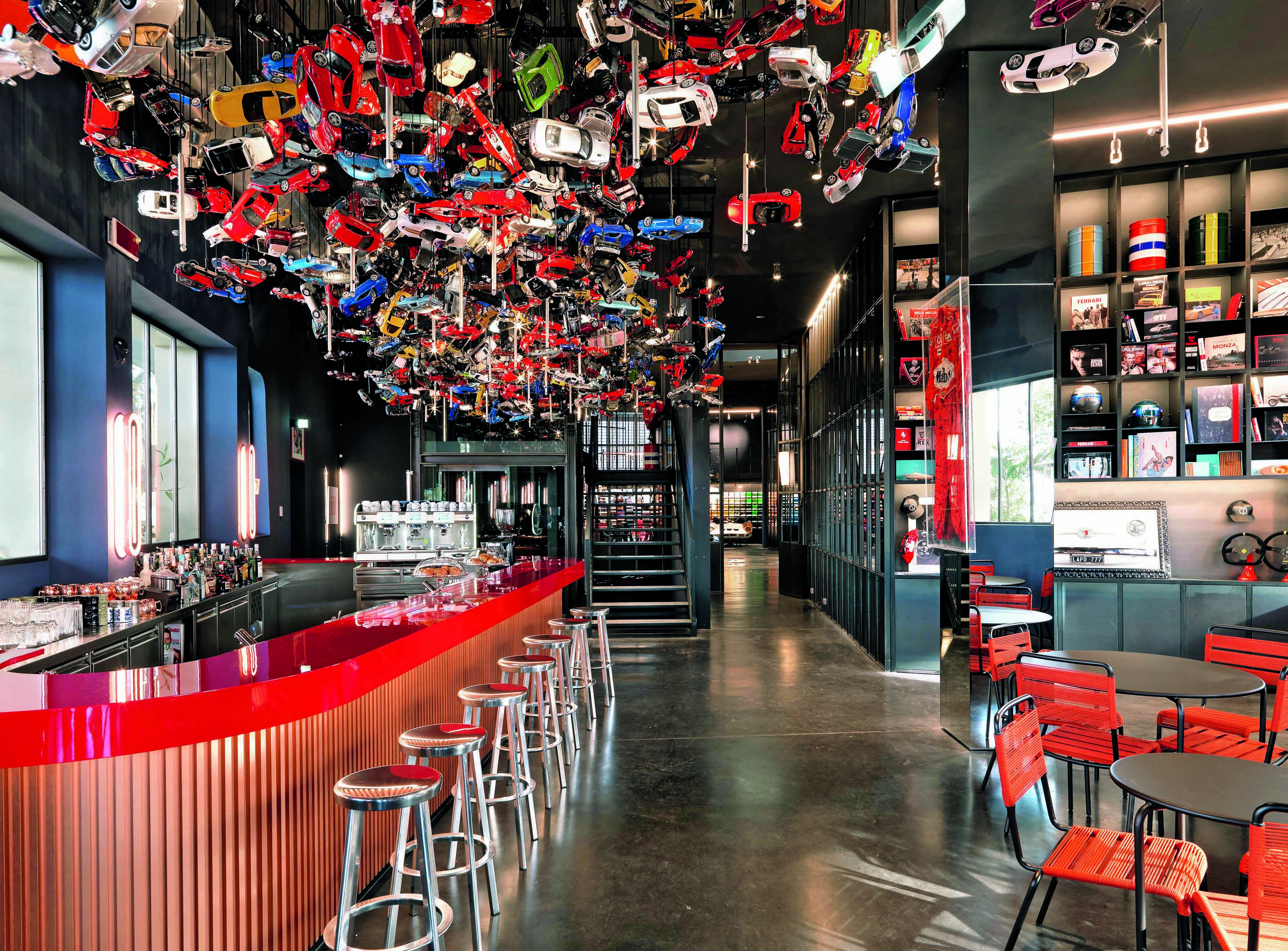 Garage italia custom lapo elkann sceglie la copertina di ad per raccontare la sua 39 dolce vita 4 0 39 - Garage italia ristorante milano ...