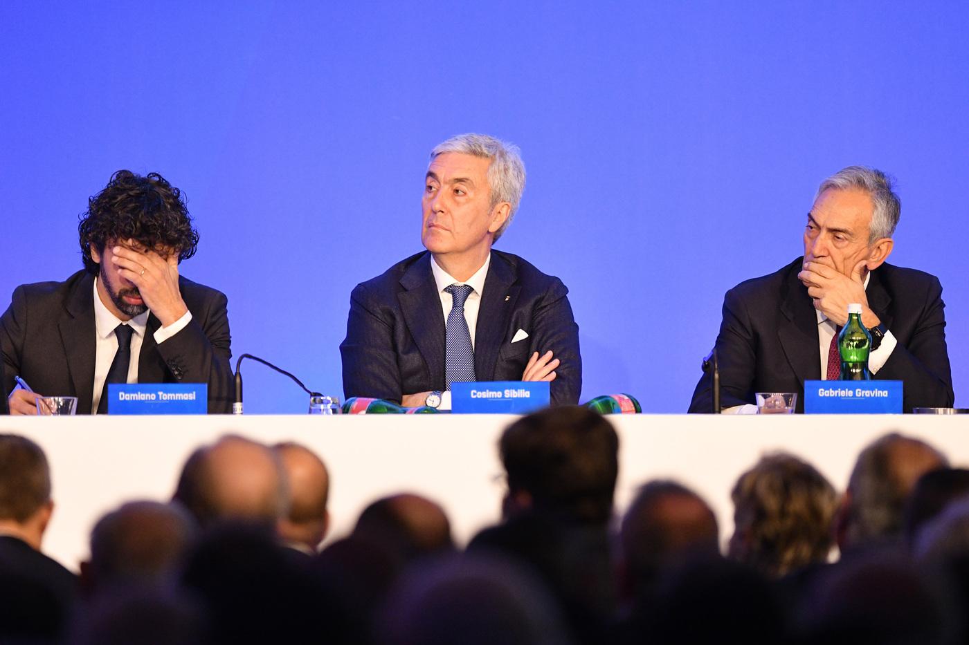Caos ripescaggi serie B, Catania in conferenza stampa con i club interessati