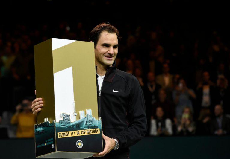 Tennis - Roger Federer si aggiudica il torneo ATP di Rotterdam. Lo svizzero festeggia l'essere tornato al n°1 con un doppio 6-2 in finale su Dimitrov (AFP/LaPresse)