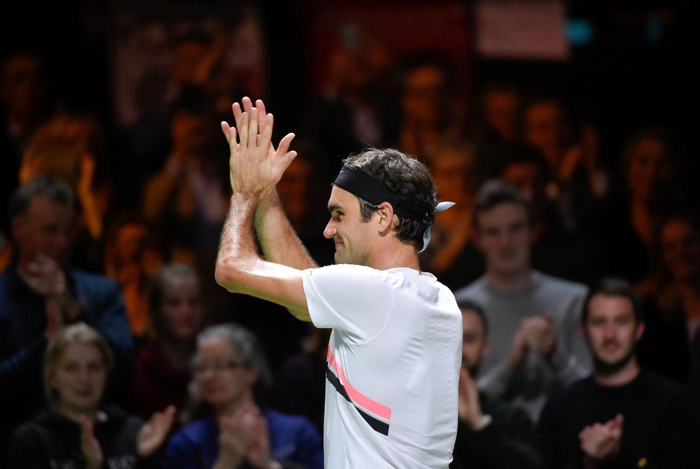 Tennis – Roger Federer ha annunciato che non parteciperà all'ATP di Dubai. Il tennista svizzero ha motivato la sua scelta con la volontà di passare del tempo in più con la sua famiglia. Nadal vincendo ad Acapulco continuerà comunque ad essere secondo in classifica (AFP/LaPresse)