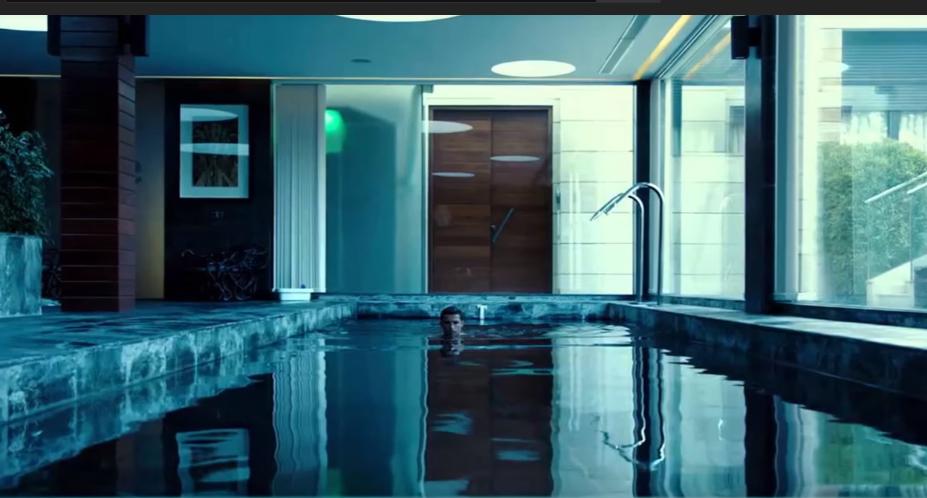 La piscina interna della casa di Cr7 fa parte di un più ampio spazio dedicato alla zona fitness della villa del portoghese.