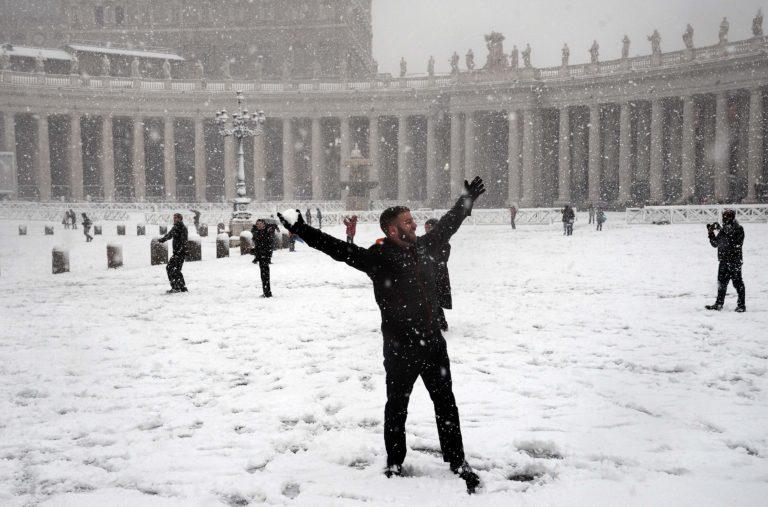Foto Fabio Cimaglia / LaPresse 26-02-2018 Roma Politica Neve a Roma Nella foto Piazza San PietroPhoto Fabio Cimaglia / LaPresse 26-02-2018 Roma (Italy) Politic Snow in Rome In the pic Saint Peter Square