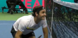 Federer in ginocchio