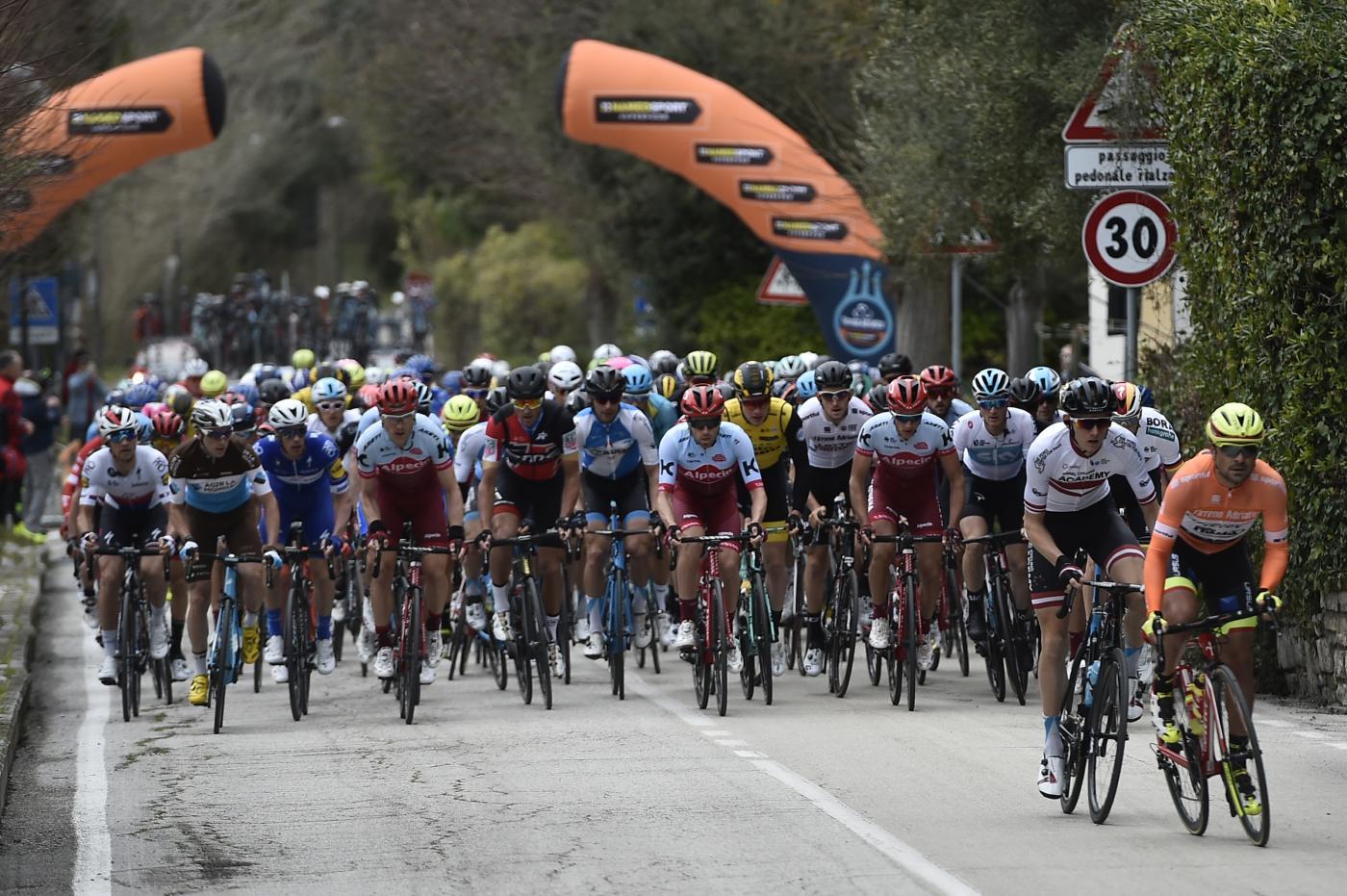 Tirreno-Adriatico: Kittel sprint su un fenomenale Sagan. Gaviria, mano rotta
