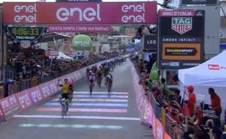 Giro d'Italia 2018, ordine d'arrivo e classifica sesta tappa: Chaves vince