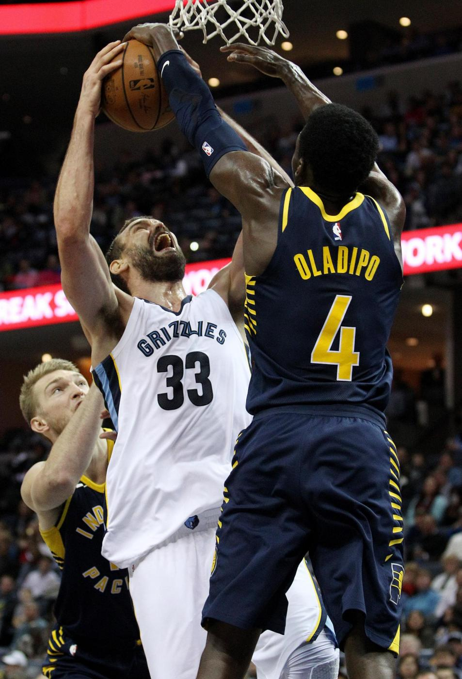 Victor Oladipo - Indiana Pacers / 1° Team (LaPresse /EFE/Mike Brown)