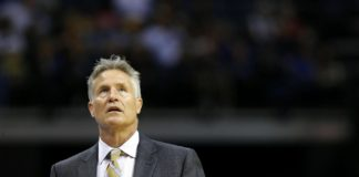 Philadelphia 76ers head coach Brett Brown looks up at the score against the Memphis Grizzlies at FedExForum in Memphis, Tennessee, USA, 6 December 2016. EFE/Mike Brown