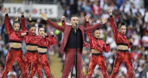 Mondiali Russia 2018 |  dito medio di Robbie Williams durante la cerimonia d'apertura |  ecco